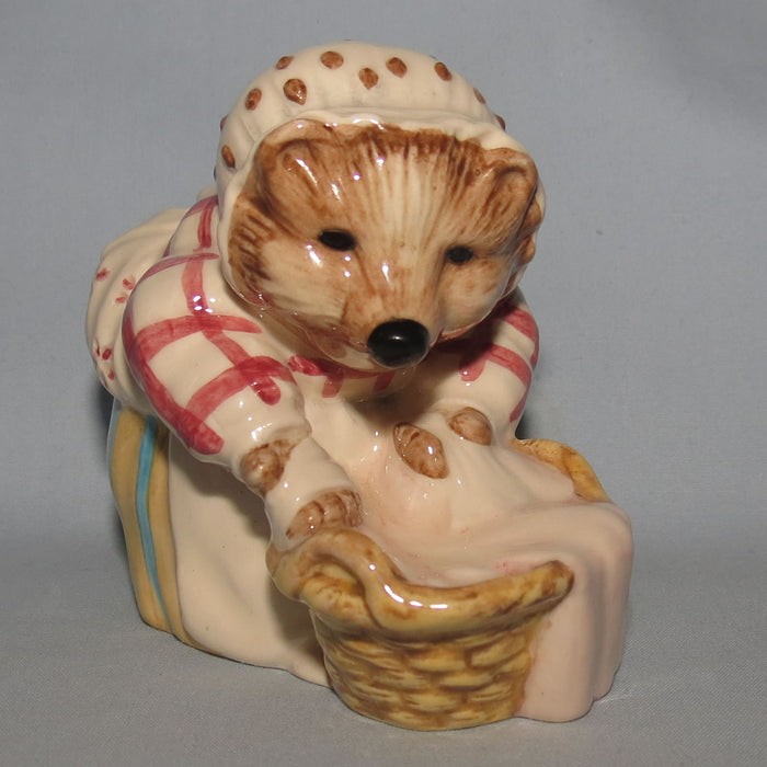 Beswick Beatrix Potter Mrs Tiggywinkle Washing BP8a