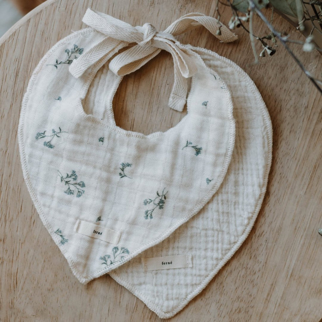 ferné - babies breath & milk bib set