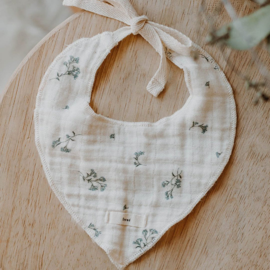 ferné - babies breath bib