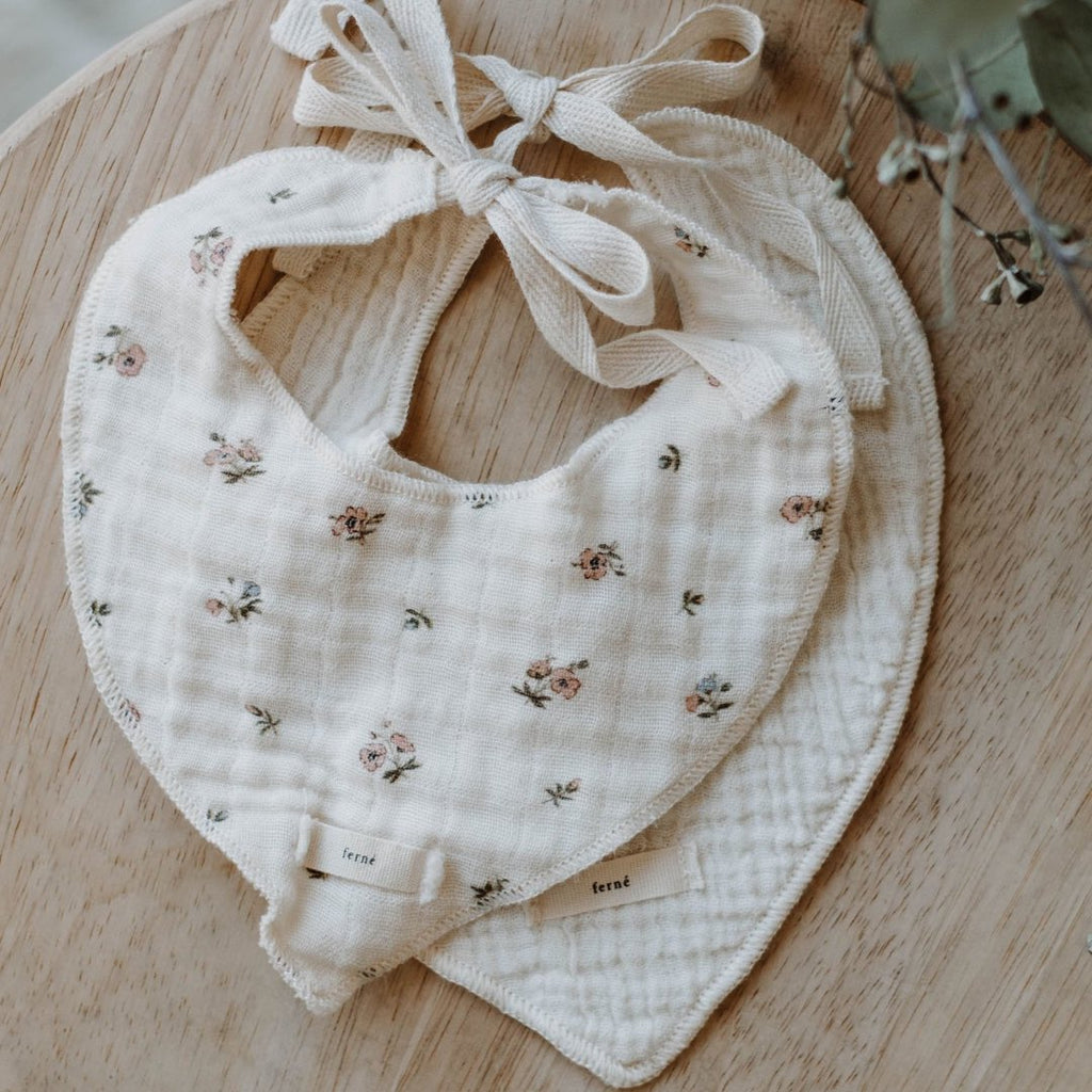 ferné - poppy & milk bib set