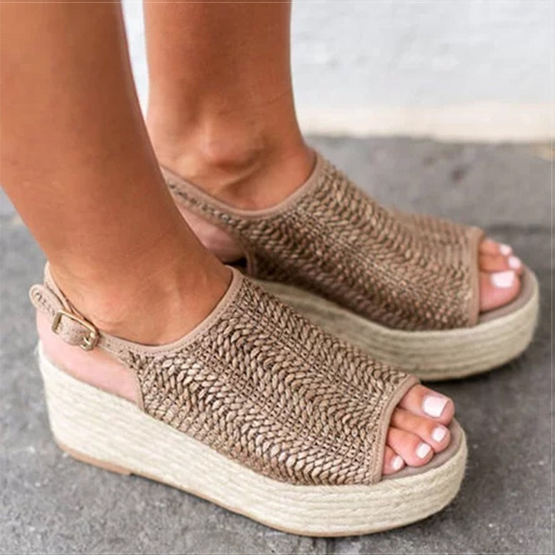 Retro Platform Sandals - allureshops.com