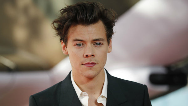 Harry styles hair cut, mens hair styles, mid length hair for men, pompadour hair style, celebrity hair cut, best hair cut for a heart shaped face