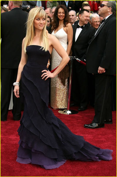 Reese witherspoon red carpet look, best cut for a heart shaped face, long hair with piecey bangs, long blonde hair