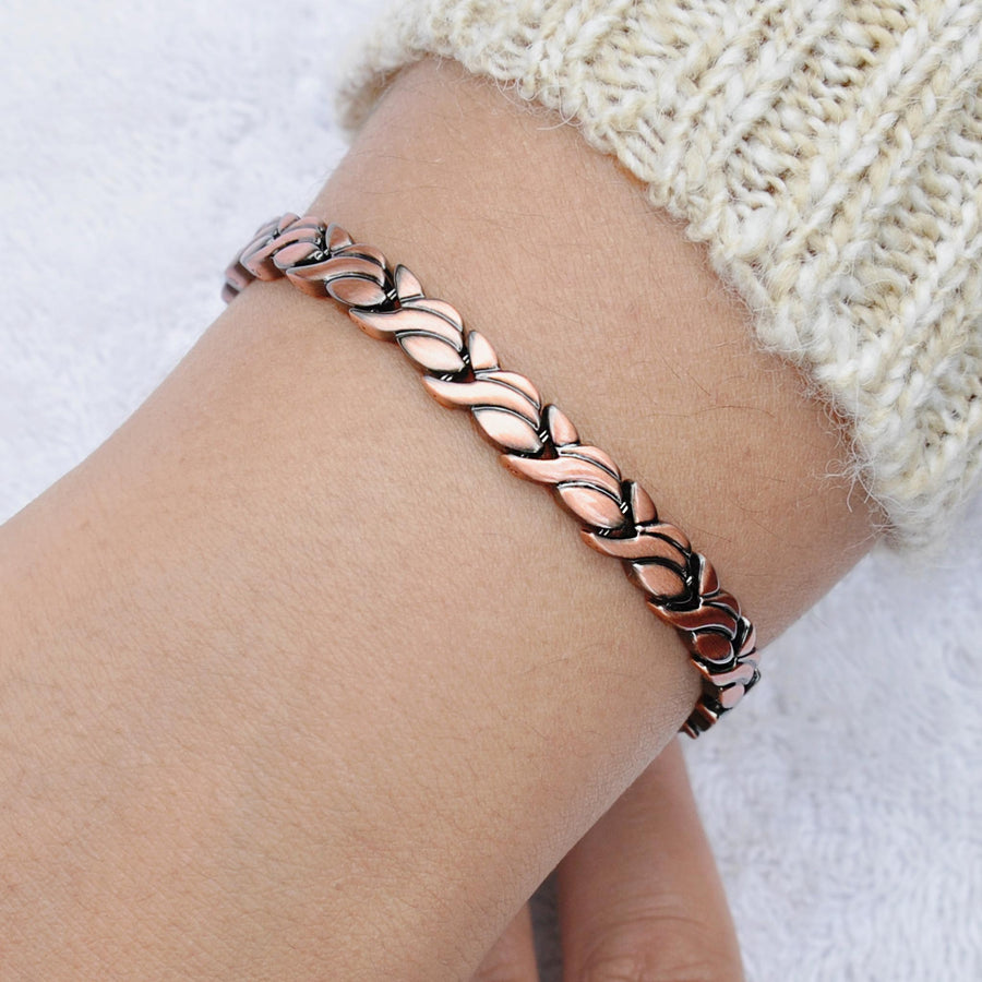 Petal copper bracelet with magnets