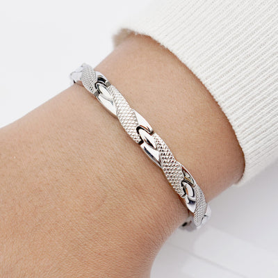 Womens magnetic bracelet in stainless steel