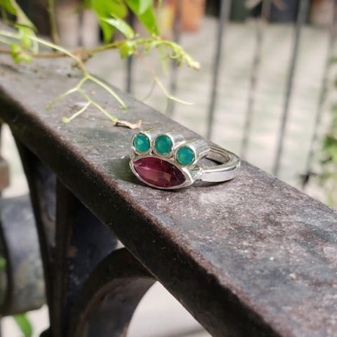 Mia ring Garnet + Green agate 5.5