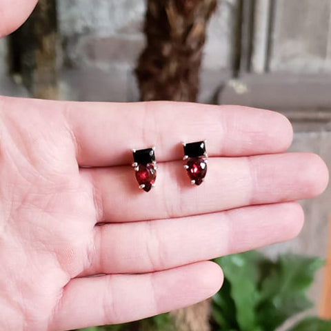 Duet earrings Onyx + Garnet