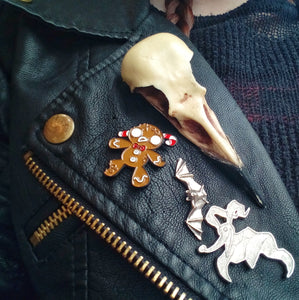 Large crow skull pin or clip
