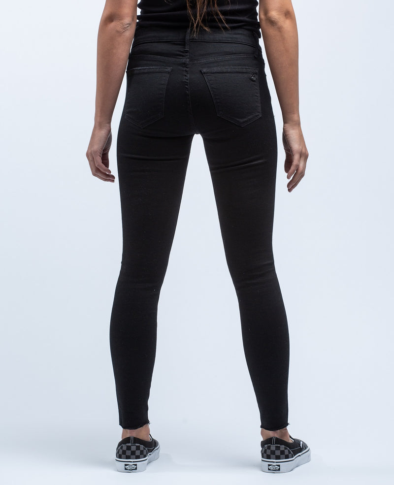 BLACK ORCHID <br> Noah Ankle Fray Jean - Trendy Fox Boutique