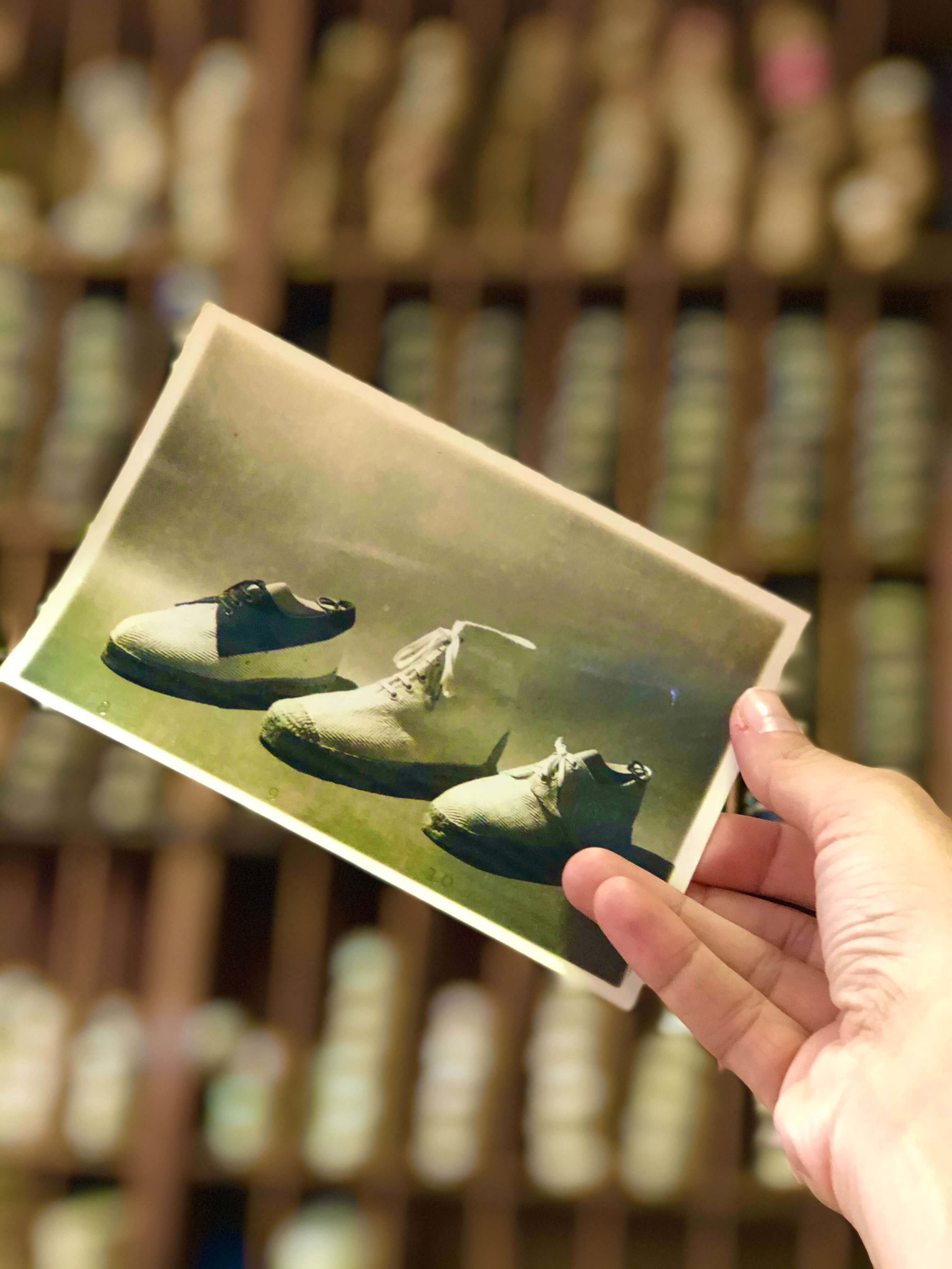 A vintage picture of espadrilles  | La Manual Alpargatera