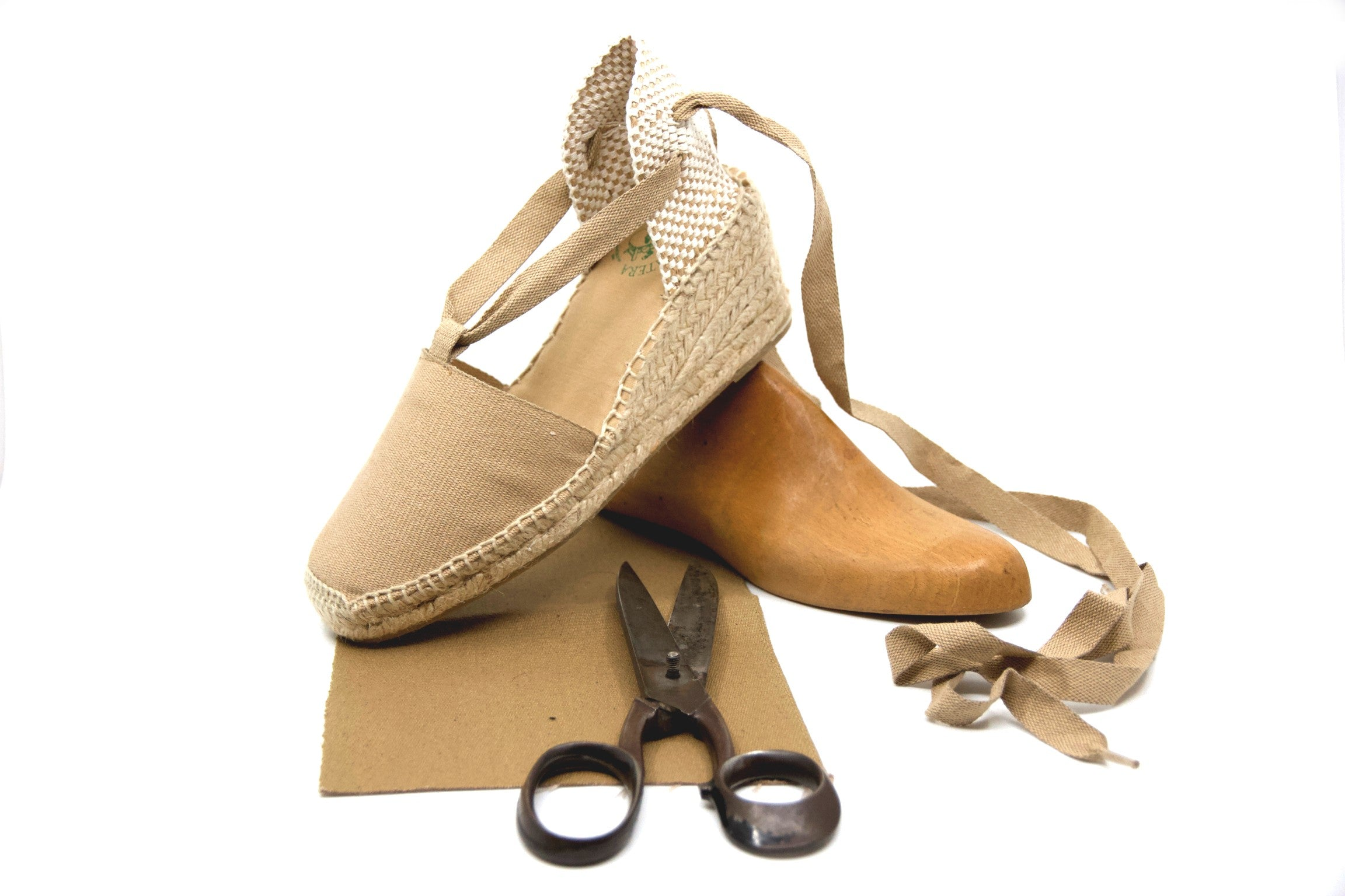 How to cClean Espadrille Sandals | La Manual Alpargatera