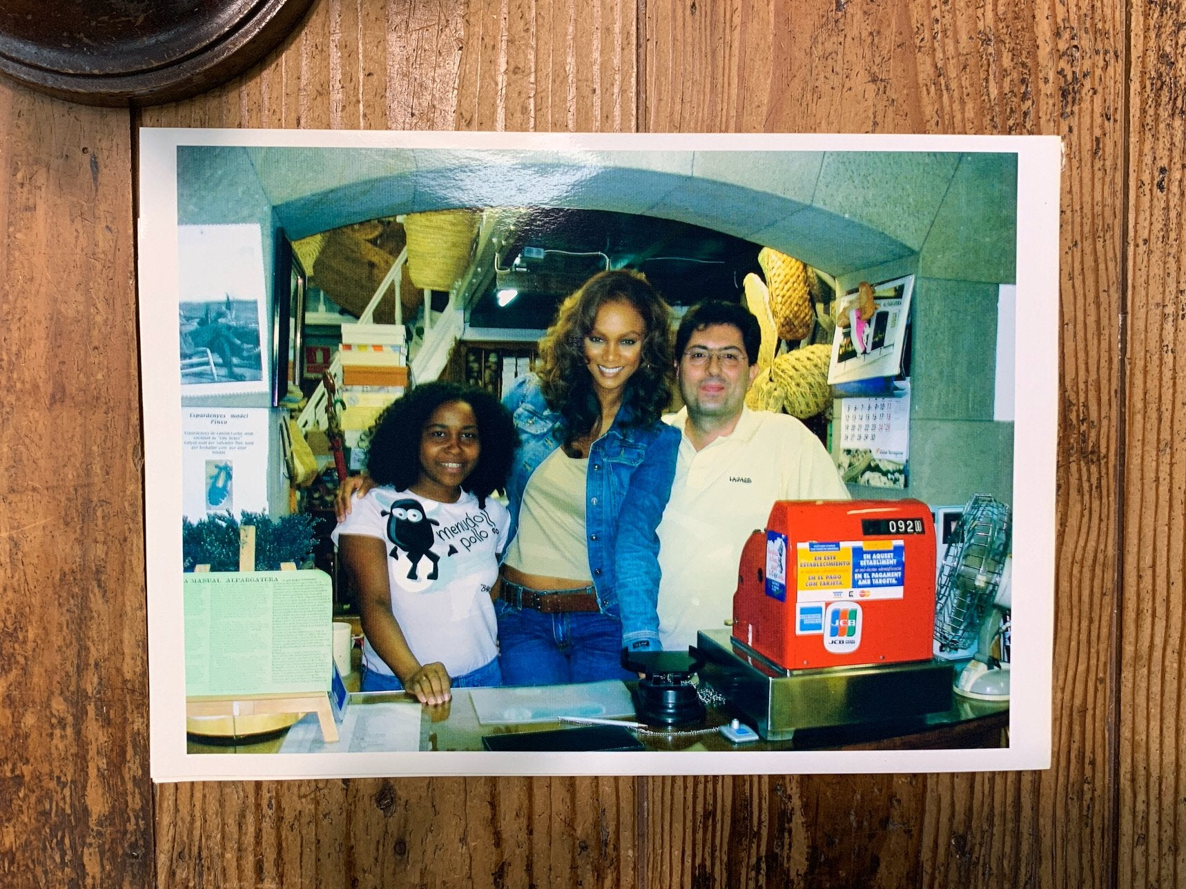 Tyra Banks visiting our store | La Manual Alpargatera