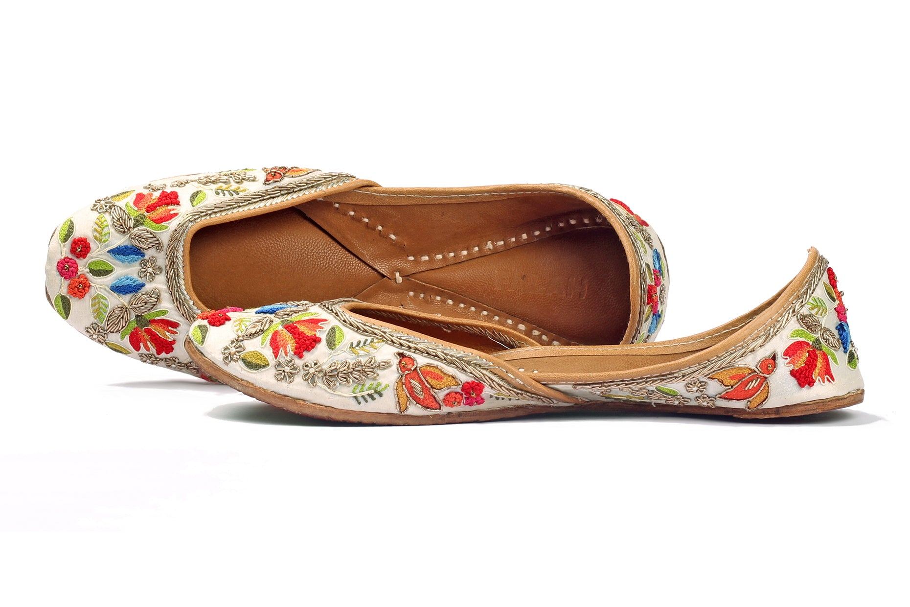 Ivory Zardozi and Resham Embroidered Jutti