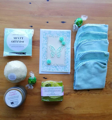 Deluxe Apple and Mint Refresher Gift Box