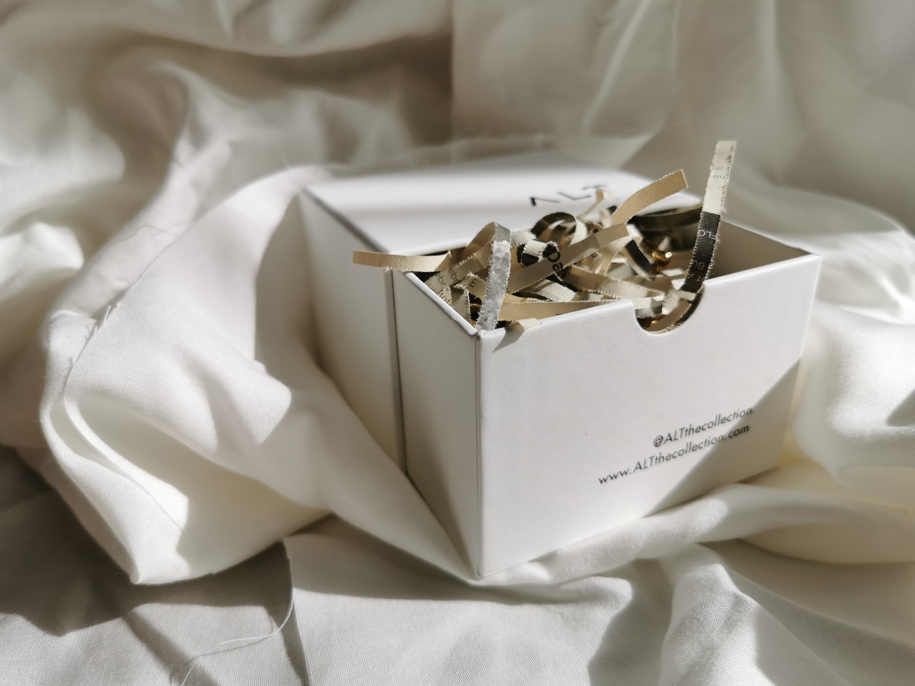 biodegradable paper box accessories rings cuffs bracelets jewellery