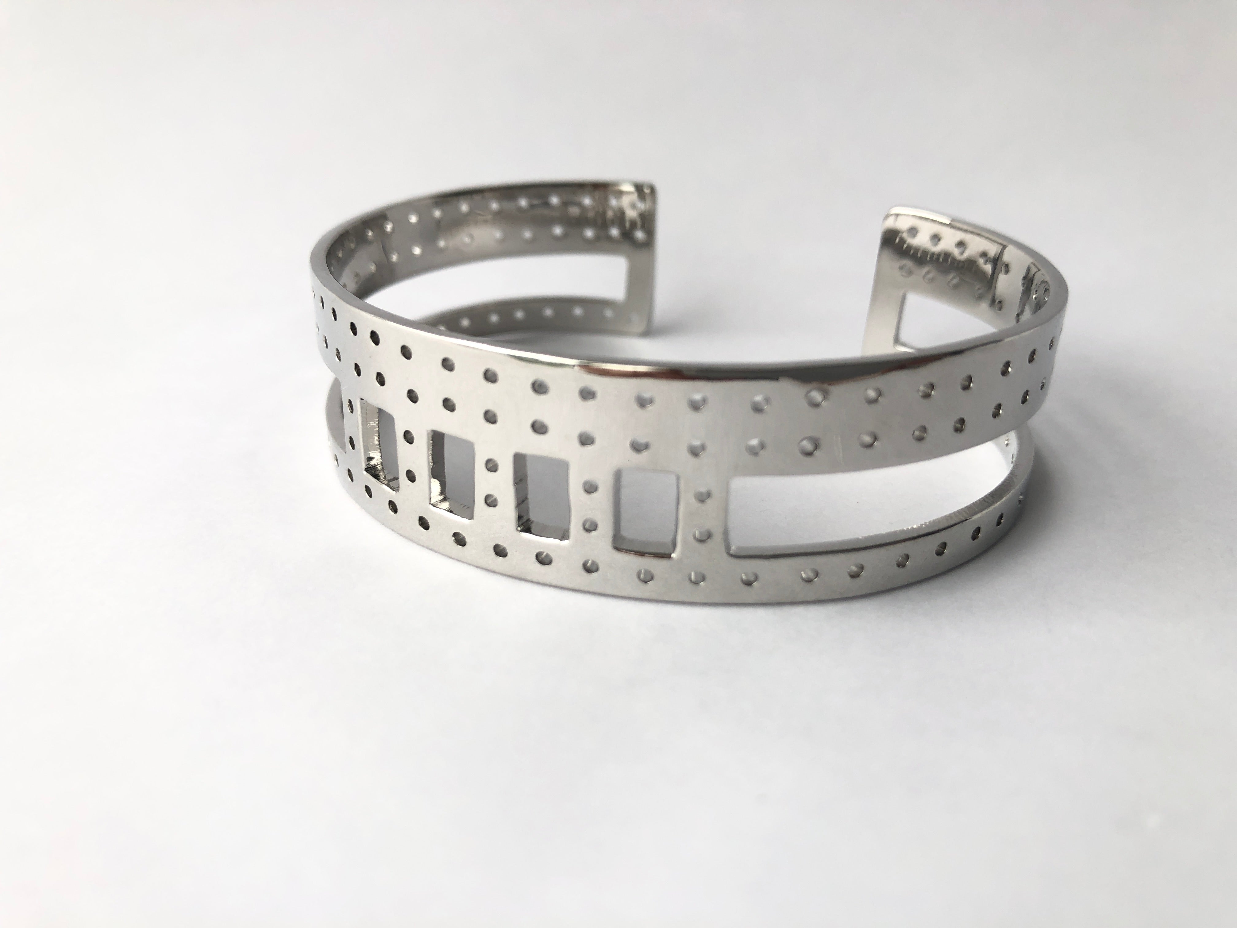 stylish sustainable jewelry women recycle materials