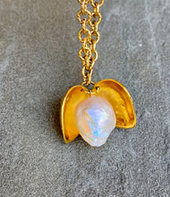 Load image into Gallery viewer, The pearl surprise Necklace