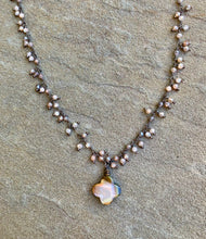 Load image into Gallery viewer, Abalone Clover Necklace