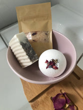Vegan Bath Bombs with Petals