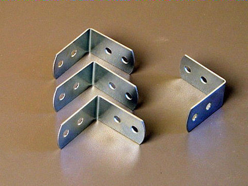 Four Penn Elcom Medium Corner Braces W/Screws - Zinc Finish             1220