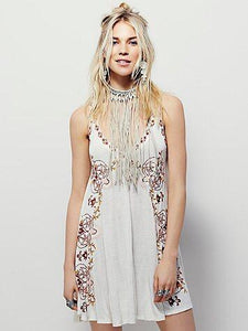 Bohemia style V-Neck Retro embroidery in the long section of the dress 2 color