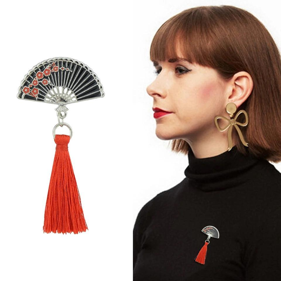 Fan tassel brooch