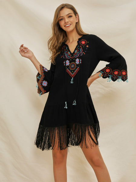 The suzucial stitched V-neck horn sleeve national embroidered bohmian dress.