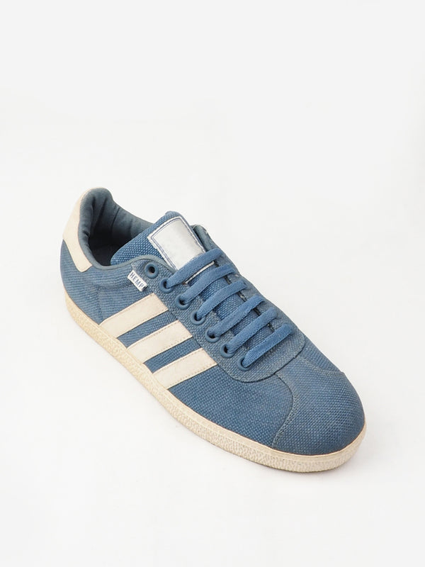 Blue Low-Top Sports Shoes