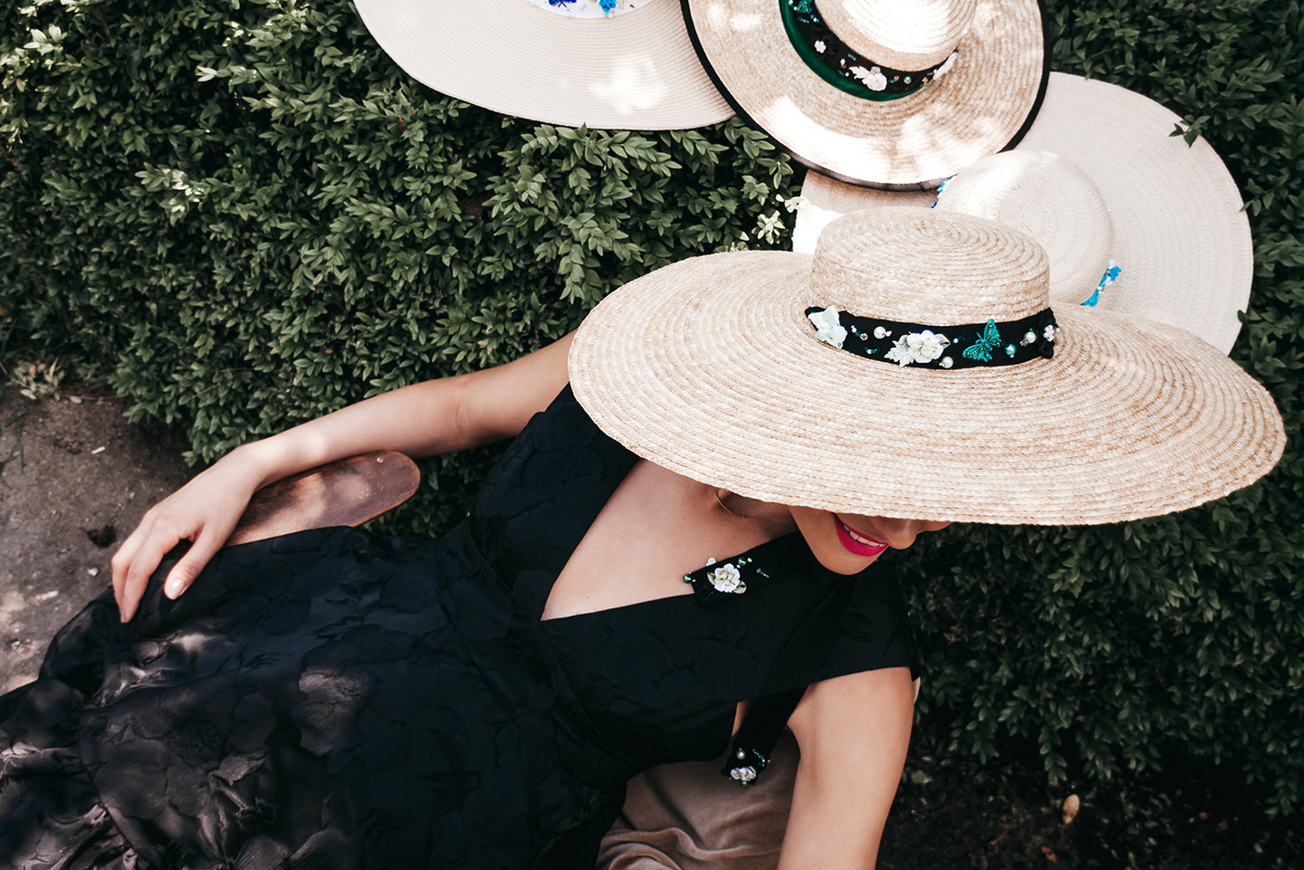 Black straw hat