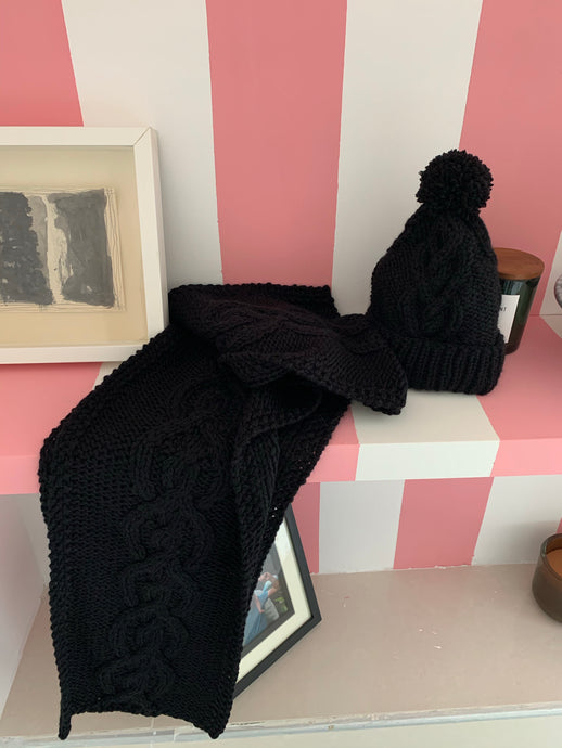 Erin scarf in black