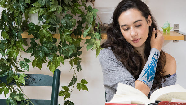 The eSmartr sleeve is a great gift for stressed college students; here it helps a young woman to focus on her book.