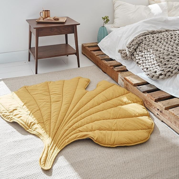Beautigul Leaf Area Rug