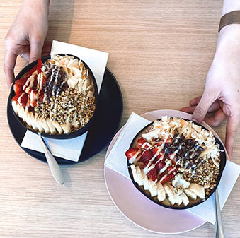 Buy coconut bowls for your cafe