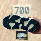 Yeezy Boost 700 - Analog