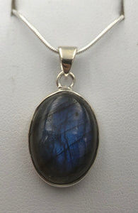 Oval Labradorite Silver Pendant |Earthfound.co.uk
