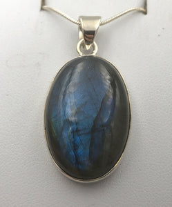 Oval Labradorite Silver Pendant | Earthfound.co.uk