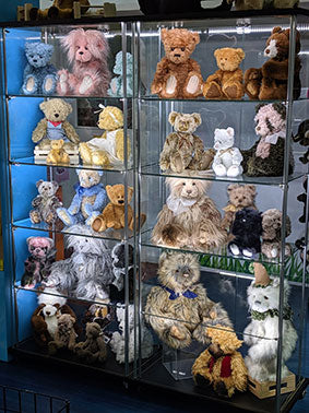CHARLIE BEARS - Handcrafted, unique and so so special...
