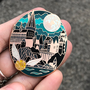 Hogwarts Pin with Snitch