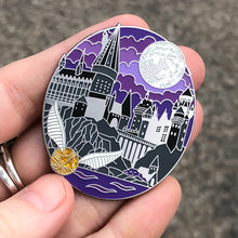 Load image into Gallery viewer, Hogwarts Pin with Snitch