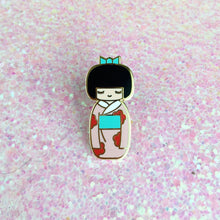 Load image into Gallery viewer, TRADITIONAL KOKESHI DOLL LAPEL PIN