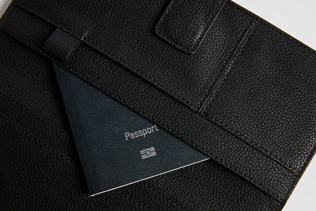 FINE LEATHER PASSPORT WALLET IN BLACK