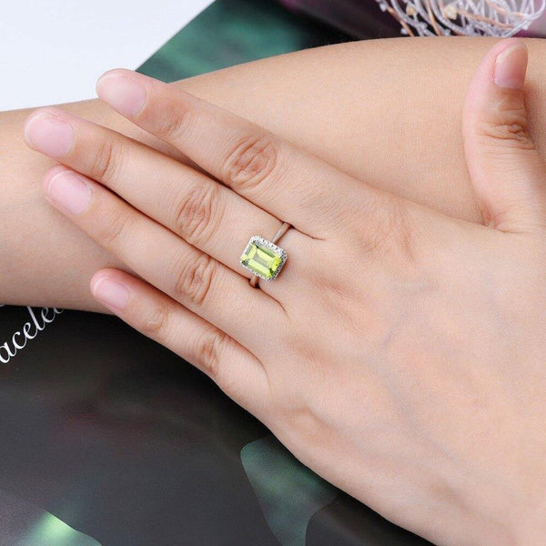 14k White Gold 2.4Ct Peridot Ring