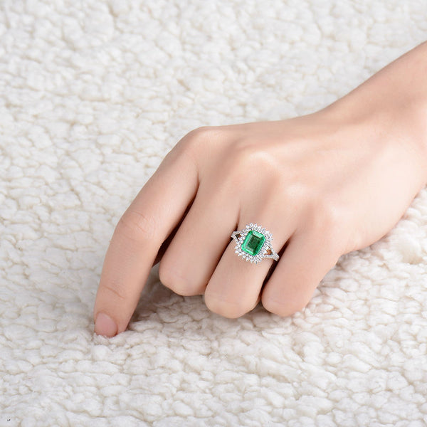 18K White Gold 1.6Ct Emerald & Diamonds Ring