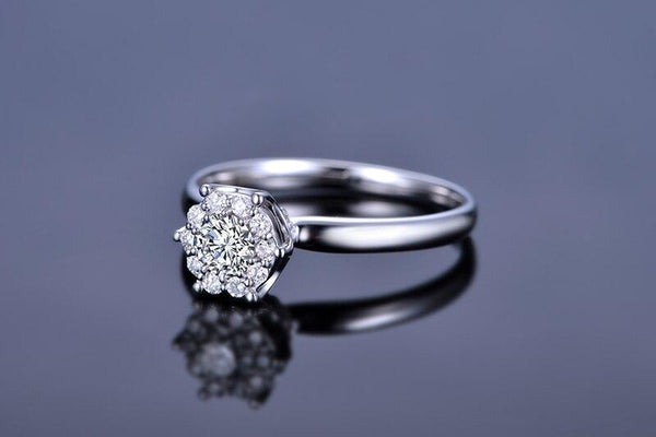 18K White Gold AU750 Cluster 0.38Ct H/SI Round Cut Diamond Engagement Ring - Medusa Jewels