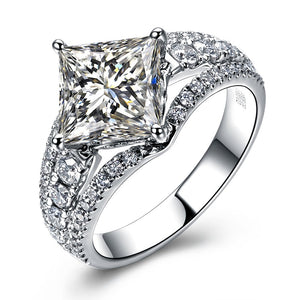 18K White Gold 1.6 CT Princess Cut Diamond Ring - Medusa Jewels