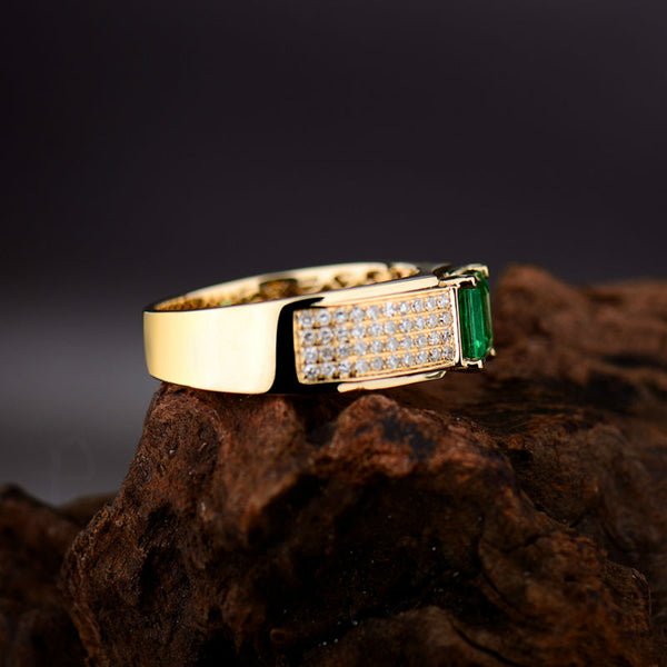18K Yellow Gold 0.90Ct Emerald Band Ring - Medusa Jewels