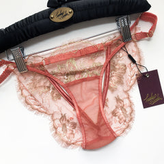Cinzia Brief