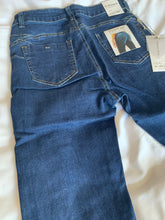 Load image into Gallery viewer, Bum Sculpting Jeans - chichappensboutique