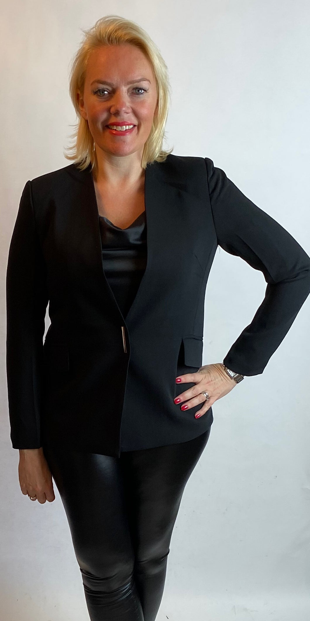 Black Slimline Blazer - chichappensboutique
