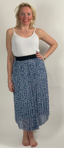 Midi Pleat Skirt - chichappensboutique